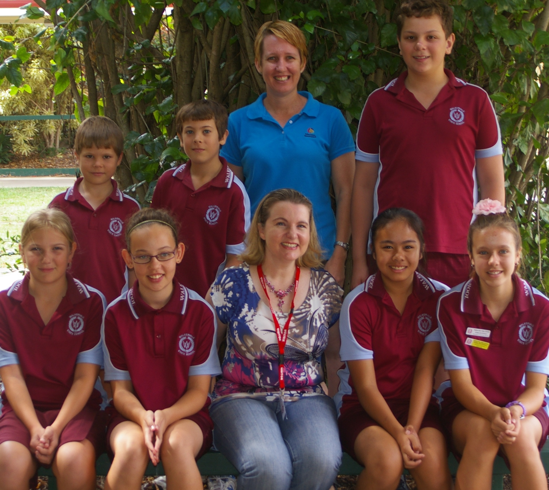 Cherie Curtis (front) with the enthusiastic Walkervale Writers and their teacher Lee Peno at a guest workshop at Walkervale State School in November.